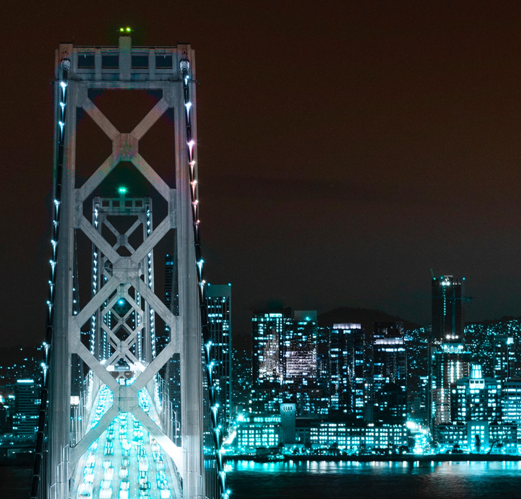 Vue de San Francisco de nuit, montrant la Salesforce Tower