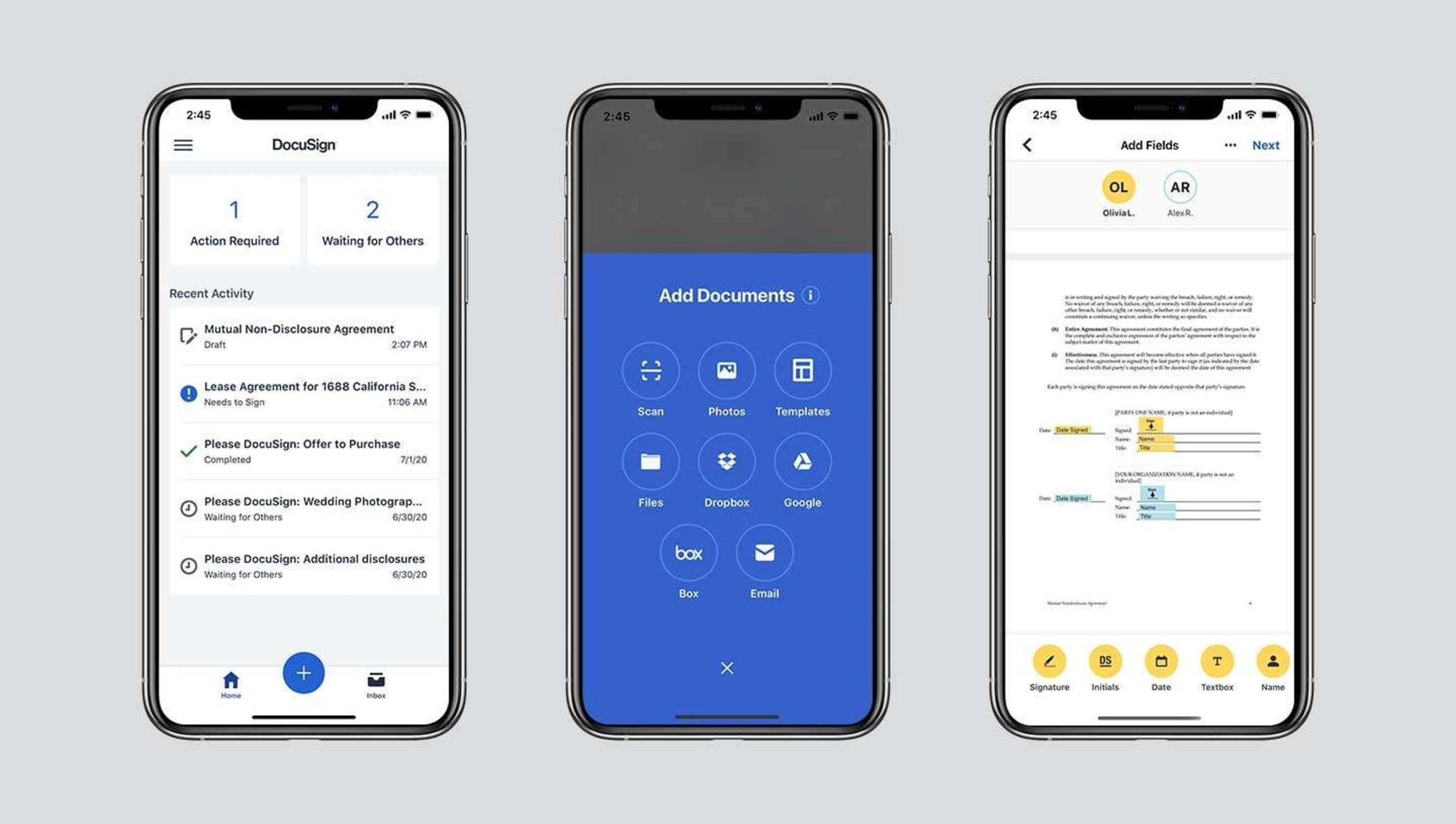 Trois écrans mobiles montrant la fonctionnalité de DocuSign eSignature, notamment l'état des documents à signer, les options de téléchargement de documents et un document en cours de signature